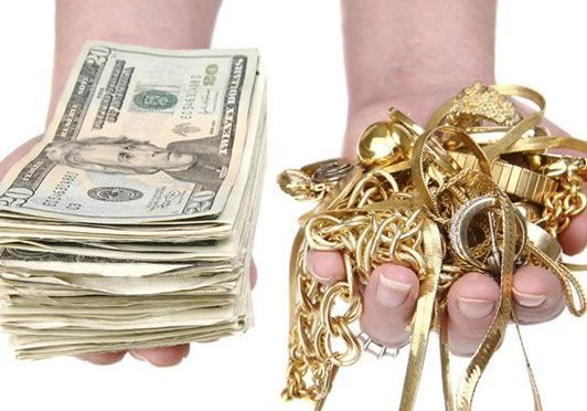 Exchanging Cash for Gold Jewelry